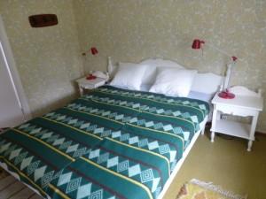 Sovrum med dubbelsäng Klämmesbo